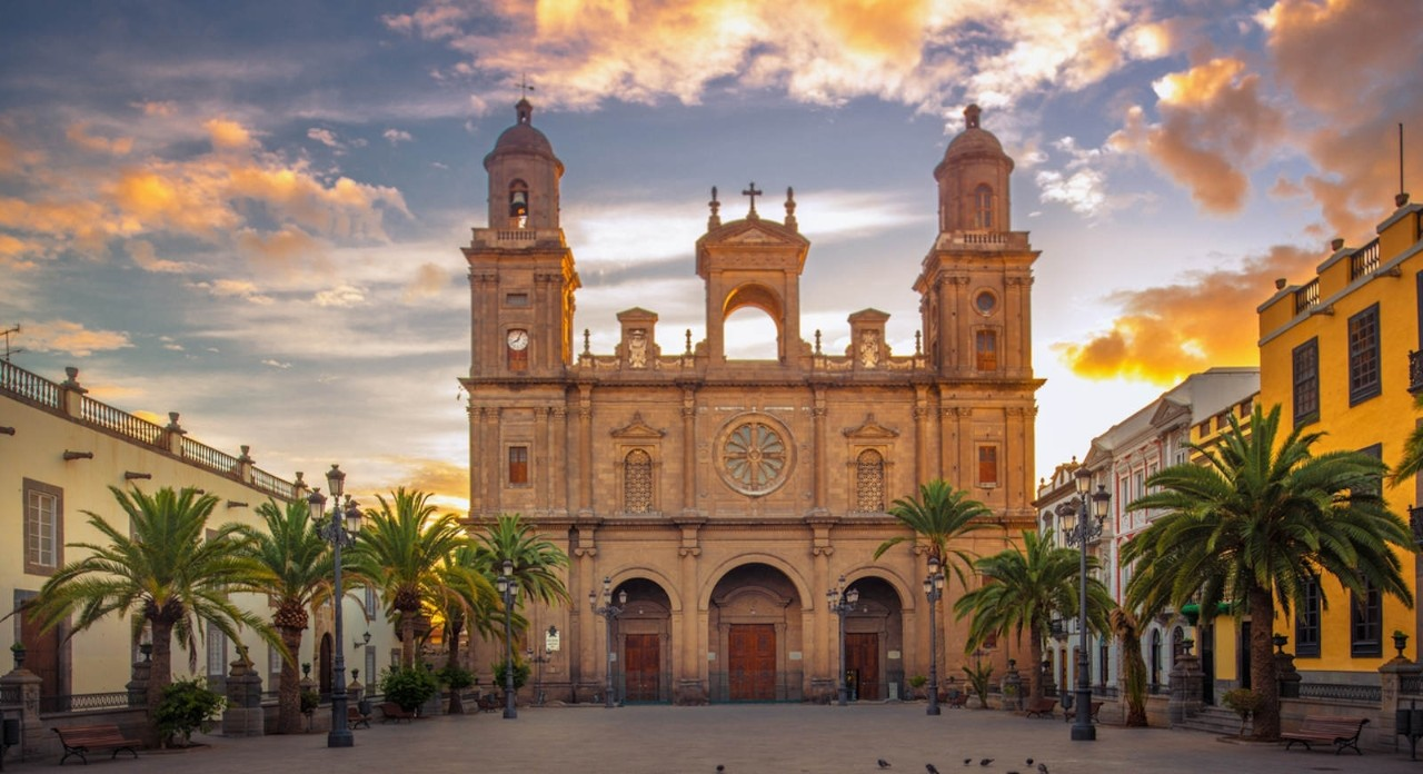 Sunrise at the Cathedral Santa Ana in Las Palmas de Gran Canaria.