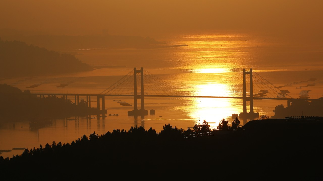 I took this picture from the village of Cesantes in Pontevedra and it shows the silhouette of the brigde called Rande in the estuary of Vigo in Pontevedra, Spain.. It was taken in december 6th 2016.